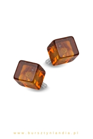 Classic earrings with amber cubes.
