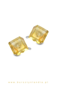 Classic earrings with baltic amber cubes.